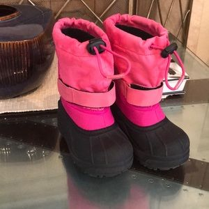 Girls Columbia pink snow boots size 8